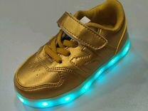 Светящиеся кроссовки малышам (21-26) золотые