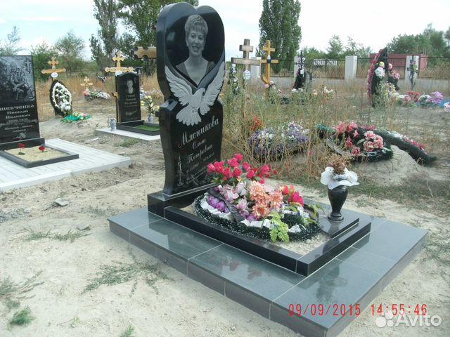 Памятник с ангелом Камышин Ваза. Лезниковский гранит Лебедянь