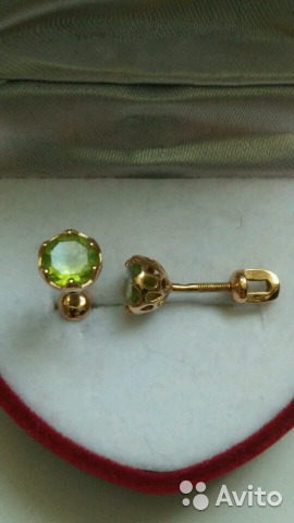Золотые серьги пусеты хризолит 585 купить в Свердловской области на ... 2a71d9a39bc