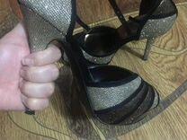 Туфли б/у на каблуке женские 39 размер в отличном