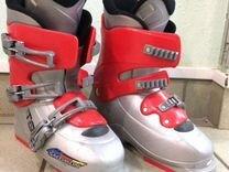 Горнолыжные ботинки и лыжи для ребёнка