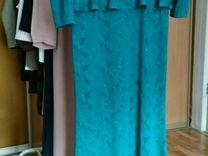 Вечернее блестящее платье с баской